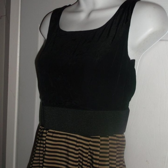 H & M Dresses & Skirts - Dress Size 5